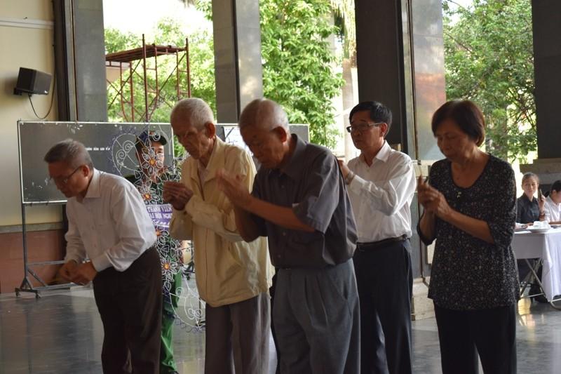 Dòng người xếp hàng viếng ông Dương Đình Thảo - ảnh 8
