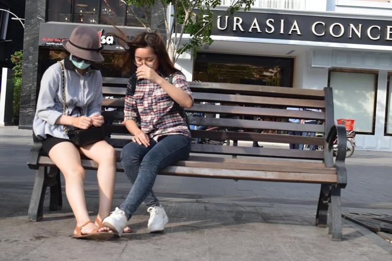 Nữ sinh bị tạt axit đi Thái Lan điều trị đã trở về  - ảnh 9