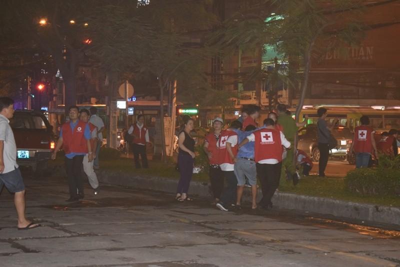 Hơn 200 tiểu thương chợ Tân Bình diễn tập chữa cháy  - ảnh 12