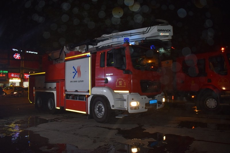 Hơn 200 tiểu thương chợ Tân Bình diễn tập chữa cháy  - ảnh 4