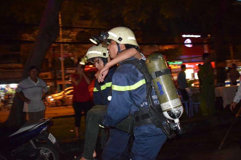 Hơn 200 tiểu thương chợ Tân Bình diễn tập chữa cháy  - ảnh 6