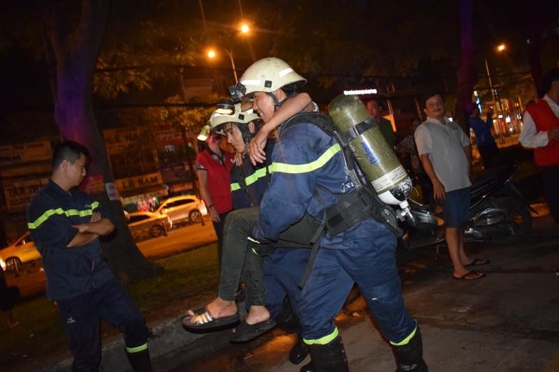 Hơn 200 tiểu thương chợ Tân Bình diễn tập chữa cháy  - ảnh 9