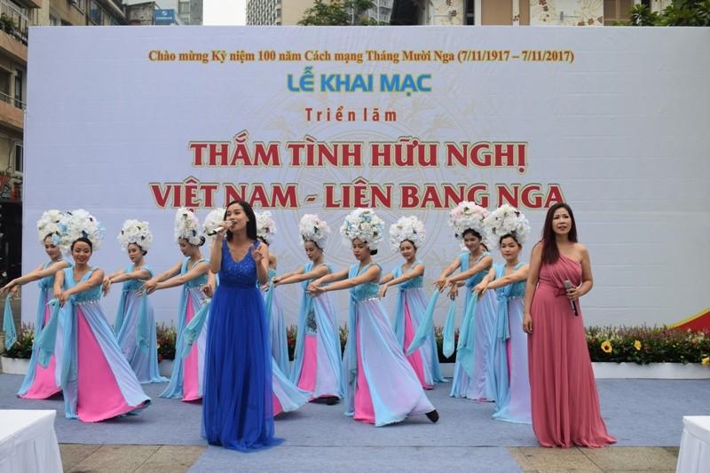 Triển lãm Thắm tình hữu nghị Việt Nam - Liên bang Nga - ảnh 7