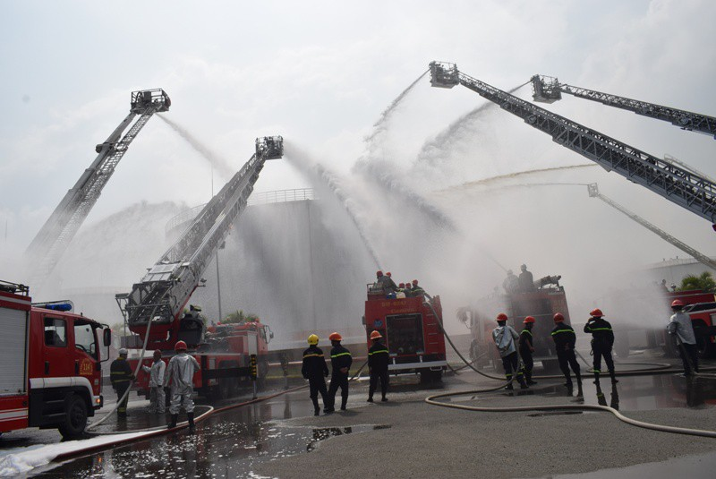 900 người dập đám cháy Tổng kho xăng dầu Nhà Bè - ảnh 5