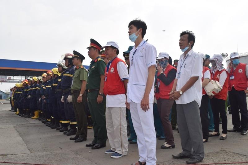 900 người dập đám cháy Tổng kho xăng dầu Nhà Bè - ảnh 9