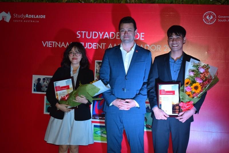 2 sinh viên Việt Nam trở thành đại sứ bang Nam Úc 2017 - ảnh 4