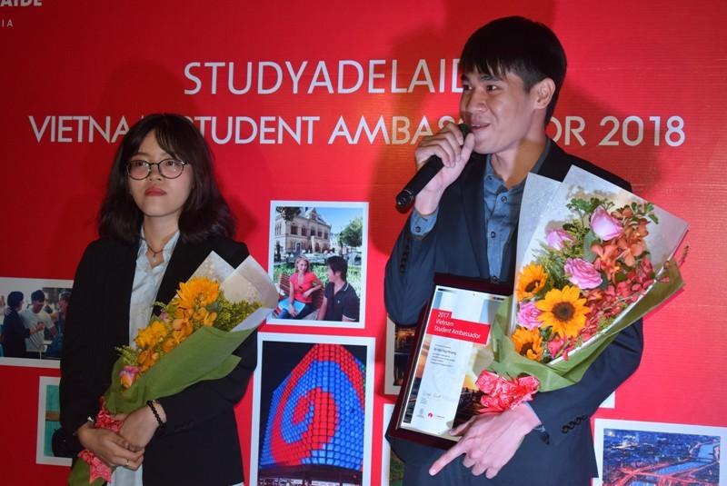 2 sinh viên Việt Nam trở thành đại sứ bang Nam Úc 2017 - ảnh 1