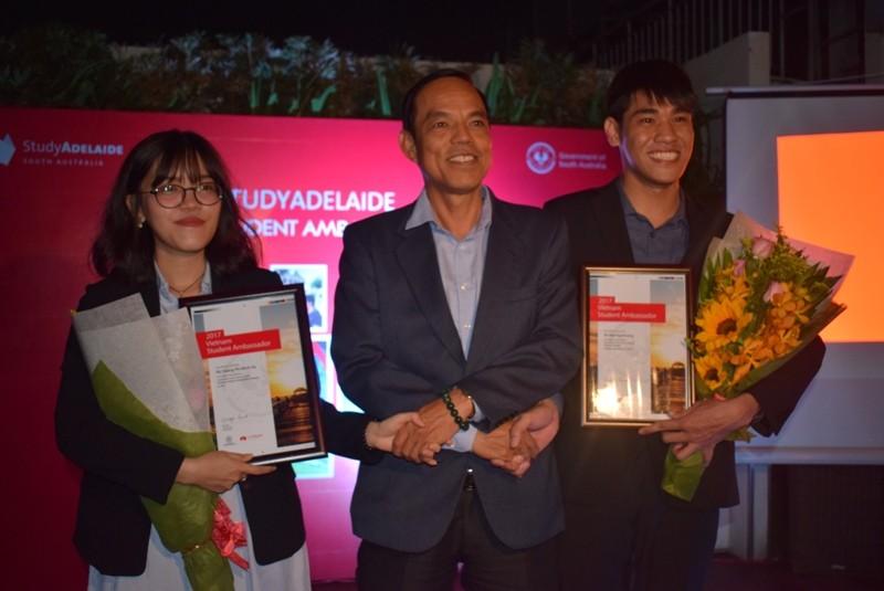 2 sinh viên Việt Nam trở thành đại sứ bang Nam Úc 2017 - ảnh 3
