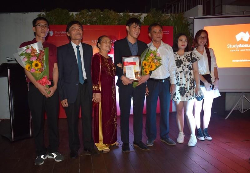 2 sinh viên Việt Nam trở thành đại sứ bang Nam Úc 2017 - ảnh 7