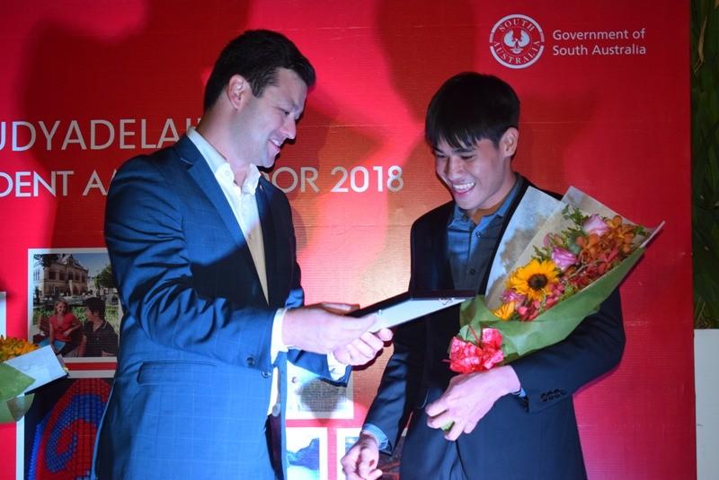 2 sinh viên Việt Nam trở thành đại sứ bang Nam Úc 2017 - ảnh 2