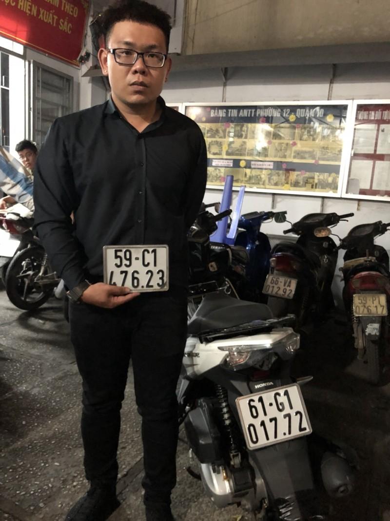 Nhận dư 1 thẻ giữ xe, quản lý trộm mô tô của khách - ảnh 1