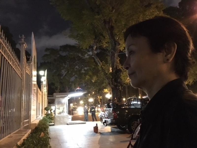 Người dân khắp nơi về viếng bác Sáu Khải xuyên đêm  - ảnh 1