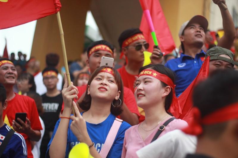 Cổ động viên cả nước tiếp lửa cho Olympic Việt Nam - ảnh 15