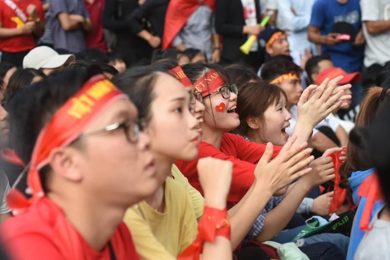 Cổ động viên cả nước tiếp lửa cho Olympic Việt Nam - ảnh 16