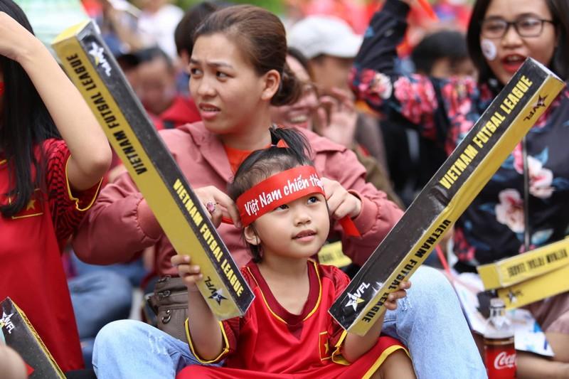 Cổ động viên cả nước tiếp lửa cho Olympic Việt Nam - ảnh 2