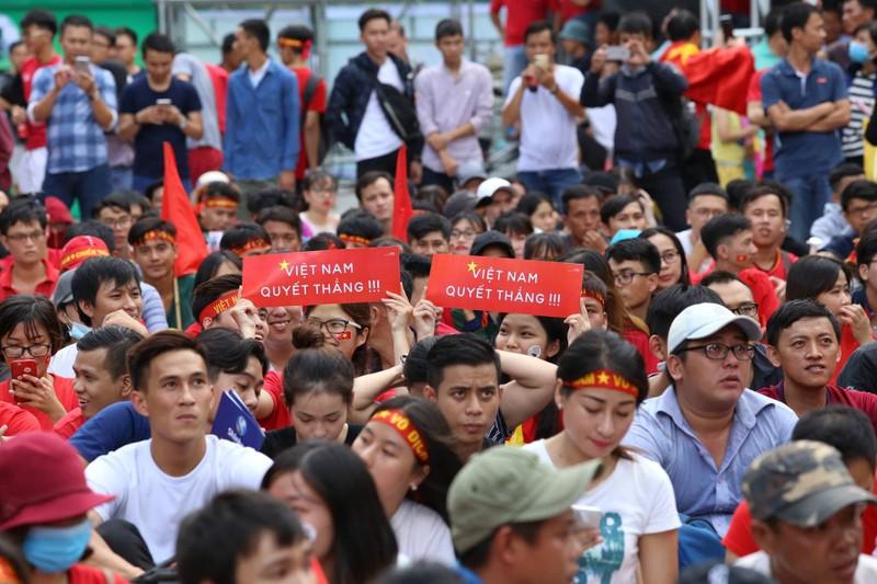 Cổ động viên cả nước tiếp lửa cho Olympic Việt Nam - ảnh 6