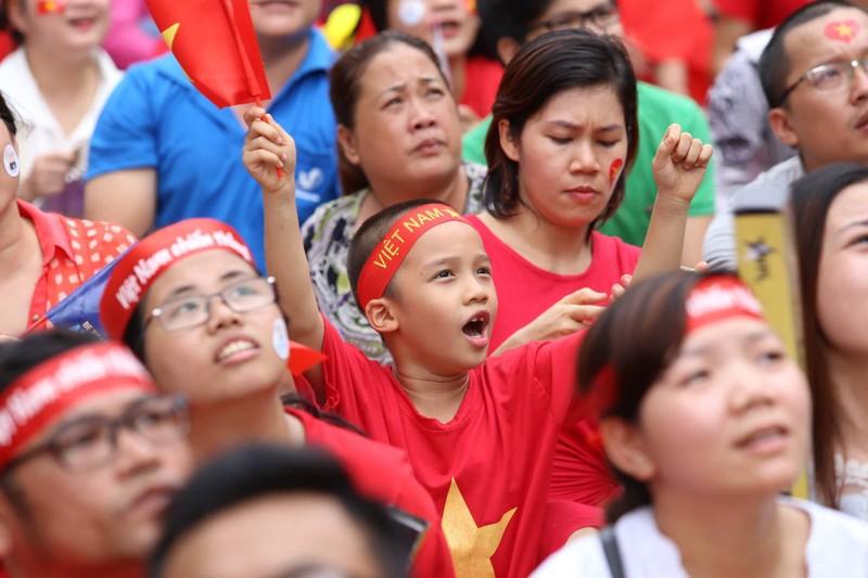 Cổ động viên cả nước tiếp lửa cho Olympic Việt Nam - ảnh 9