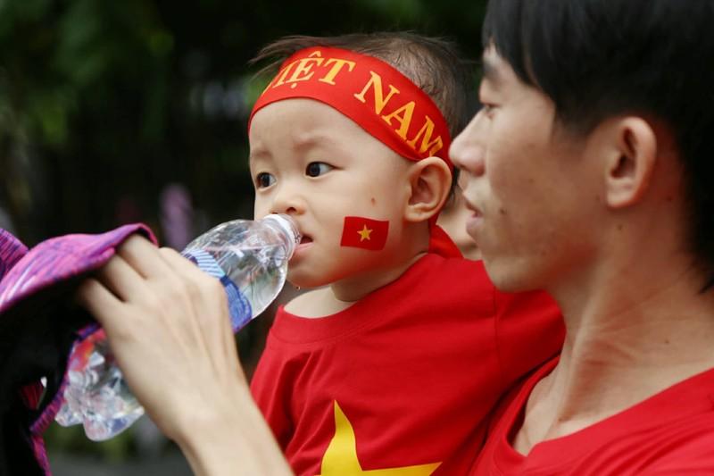 Cổ động viên cả nước tiếp lửa cho Olympic Việt Nam - ảnh 14