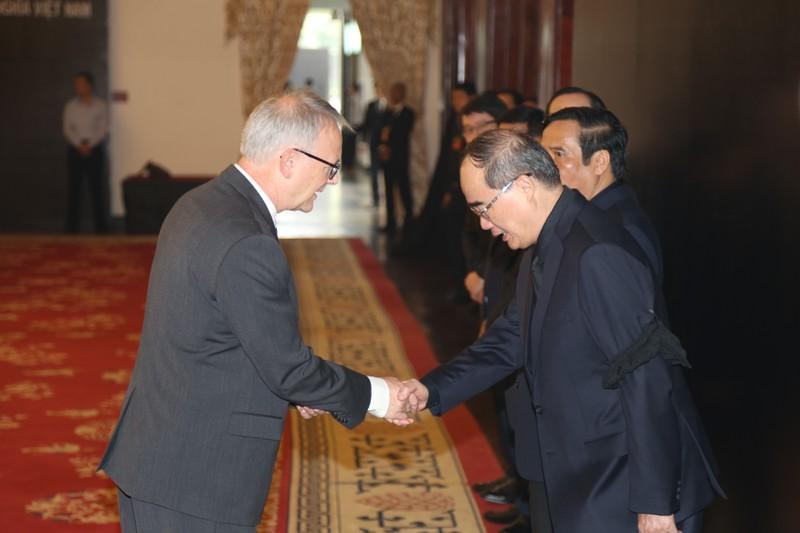 Nhiều đoàn ngoại giao đến viếng Chủ tịch nước tại TP.HCM - ảnh 5