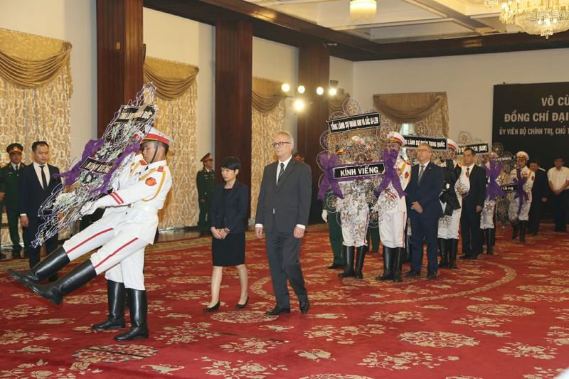 Nhiều đoàn ngoại giao đến viếng Chủ tịch nước tại TP.HCM - ảnh 1