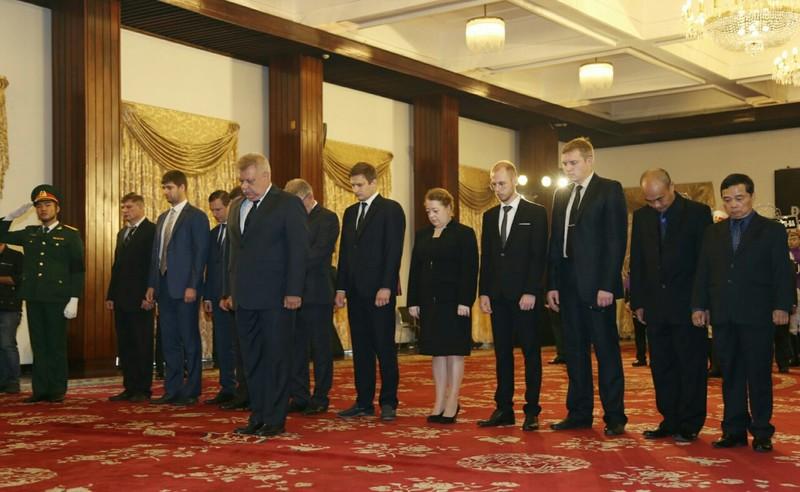 Nhiều đoàn ngoại giao đến viếng Chủ tịch nước tại TP.HCM - ảnh 2