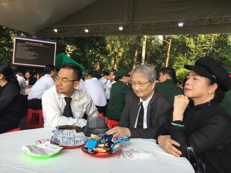 Dòng người đến viếng Chủ tịch nước Trần Đại Quang ở TP.HCM - ảnh 2