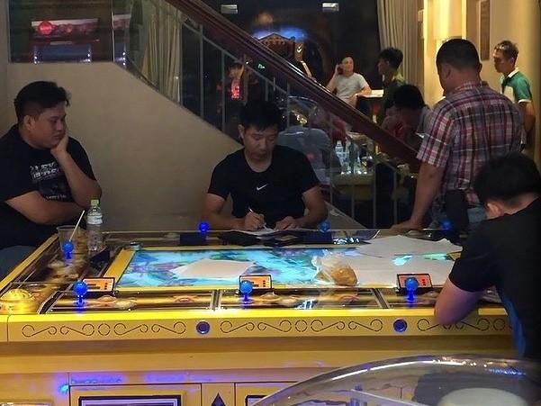 Đặc nhiệm đột kích game bắn cá, phát hiện game thủ chơi 'đá'  - ảnh 1