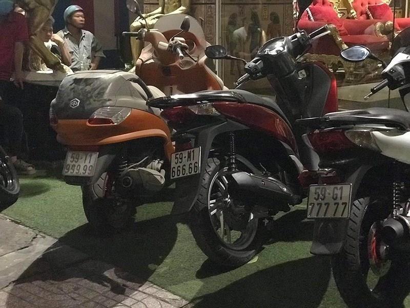 'Đại gia đeo vàng' Phúc XO bị tạm giữ hình sự để điều tra - ảnh 2