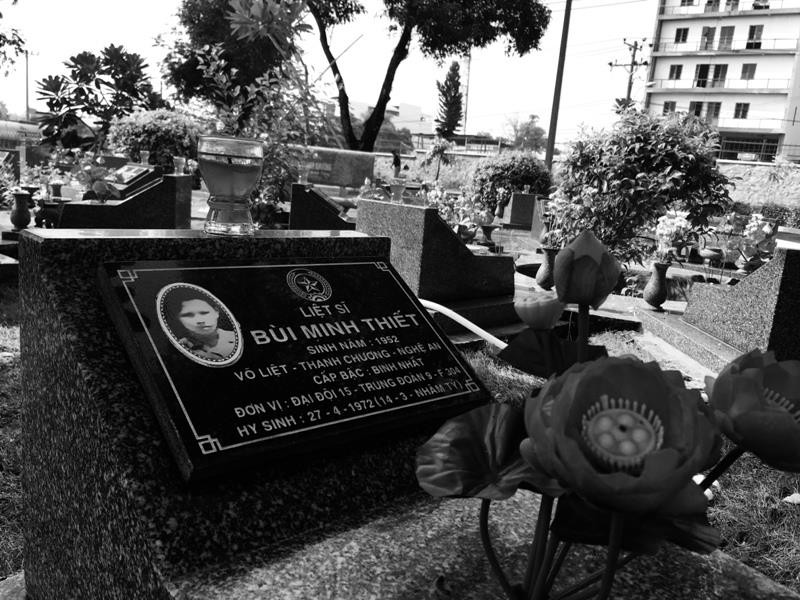 Tản mạn trong Nghĩa trang liệt sĩ chiều 30-4  - ảnh 2