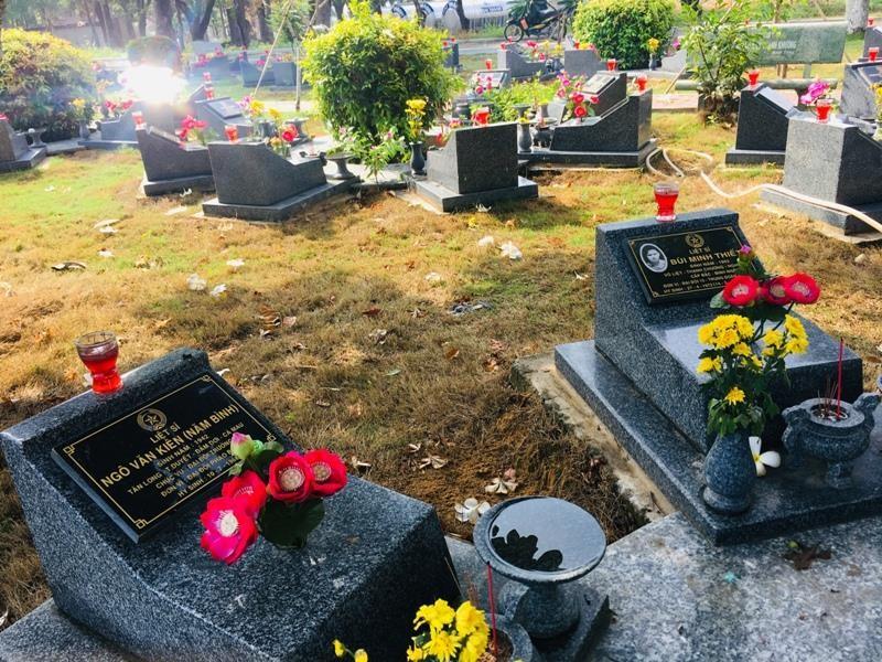 Tản mạn trong Nghĩa trang liệt sĩ chiều 30-4  - ảnh 3