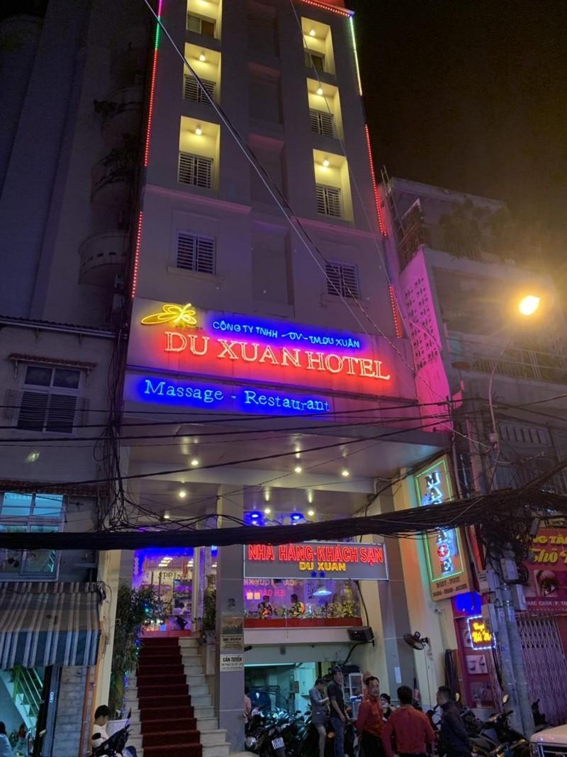Quán karaoke 'chui' ở quận 1 có tiếp viên bán dâm - ảnh 2