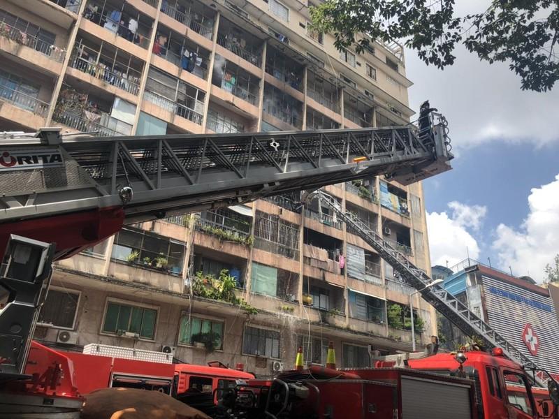 Cháy chung cư, sơ tán bệnh nhân BV Chấn thương chỉnh hình - ảnh 2