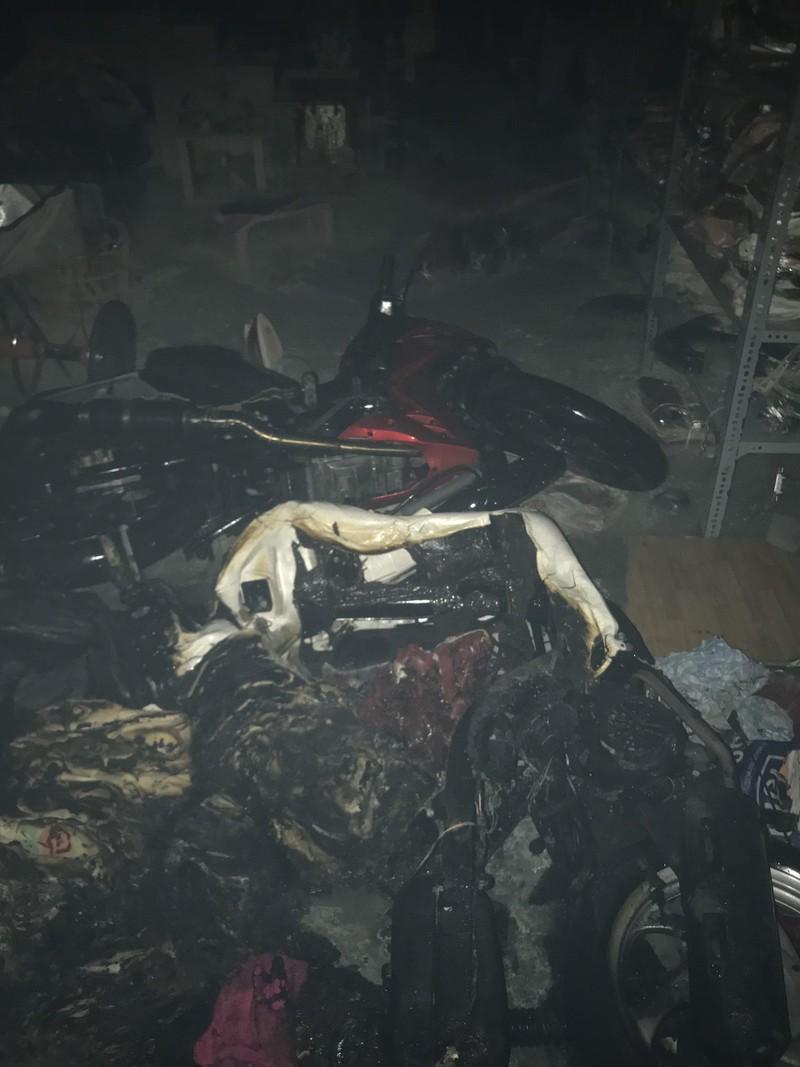 Sau cháy nhà, cảnh sát phát hiện thanh niên hốt hoảng ở tầng 3 - ảnh 3