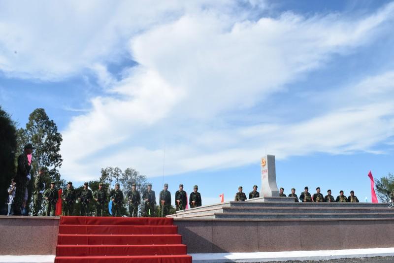 Trang nghiêm lễ chào cột mốc chủ quyền tại cửa khẩu Tịnh Biên - ảnh 1