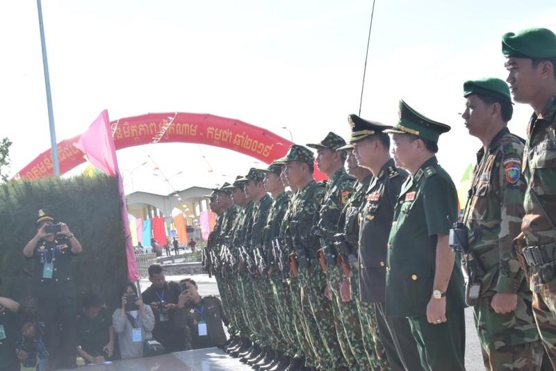 Trang nghiêm lễ chào cột mốc chủ quyền tại cửa khẩu Tịnh Biên - ảnh 5