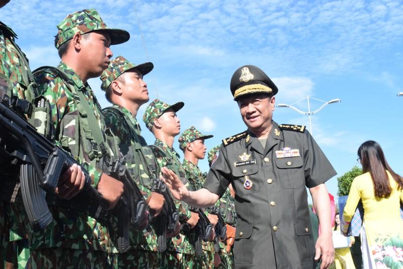 Trang nghiêm lễ chào cột mốc chủ quyền tại cửa khẩu Tịnh Biên - ảnh 6