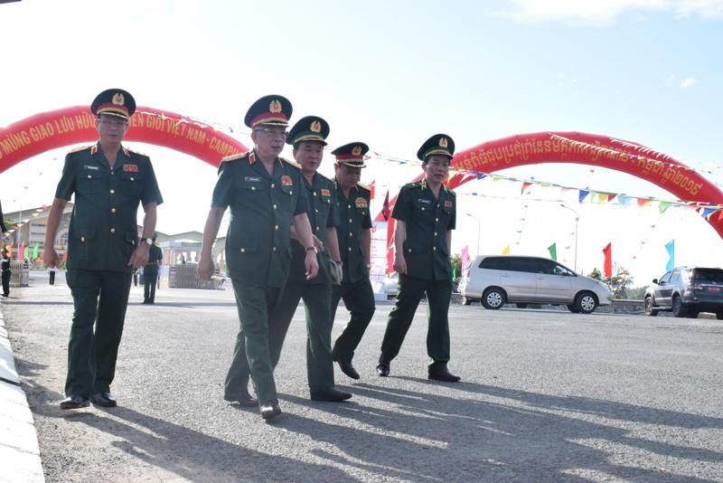 Trang nghiêm lễ chào cột mốc chủ quyền tại cửa khẩu Tịnh Biên - ảnh 2