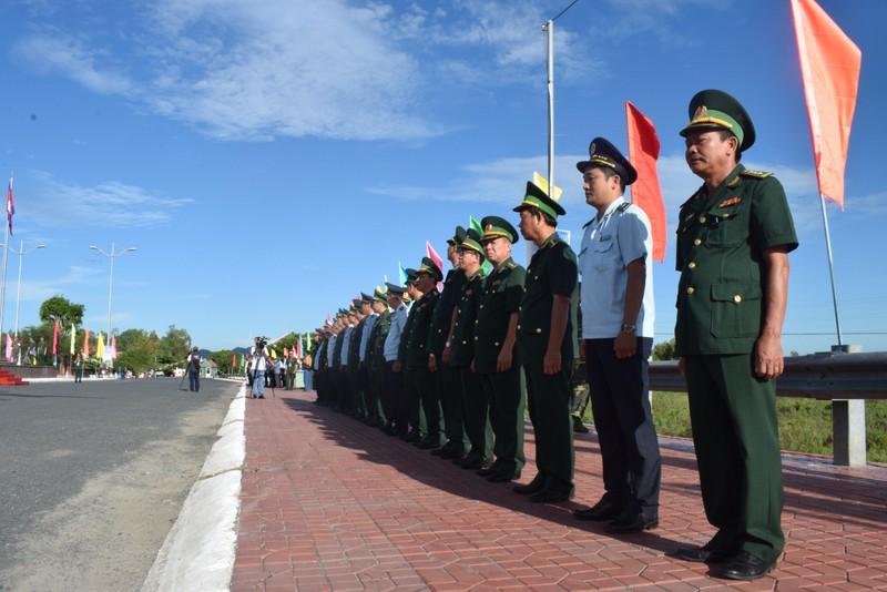 Trang nghiêm lễ chào cột mốc chủ quyền tại cửa khẩu Tịnh Biên - ảnh 3