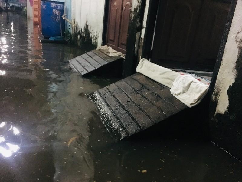 Triều cường cao, dân Thanh Đa thấp thỏm lo nước tràn nhà - ảnh 2