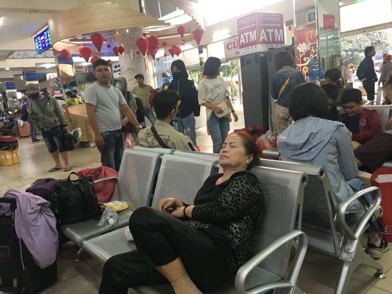 Những giấc ngủ chập chờn ở Bến xe Miền Đông ngày cận tết - ảnh 7