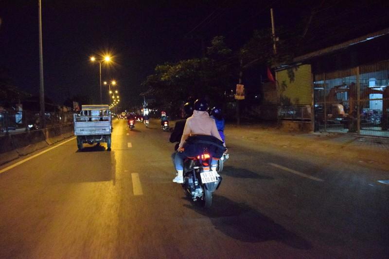 Người miền Tây chạy thâu đêm về TP.HCM mùng 5 tết - ảnh 4