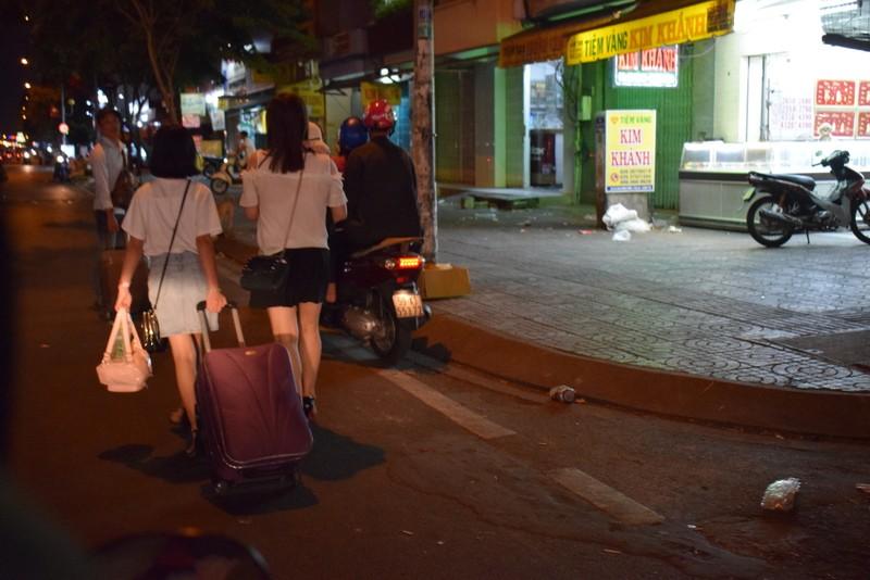 Người miền Tây chạy thâu đêm về TP.HCM mùng 5 tết - ảnh 10