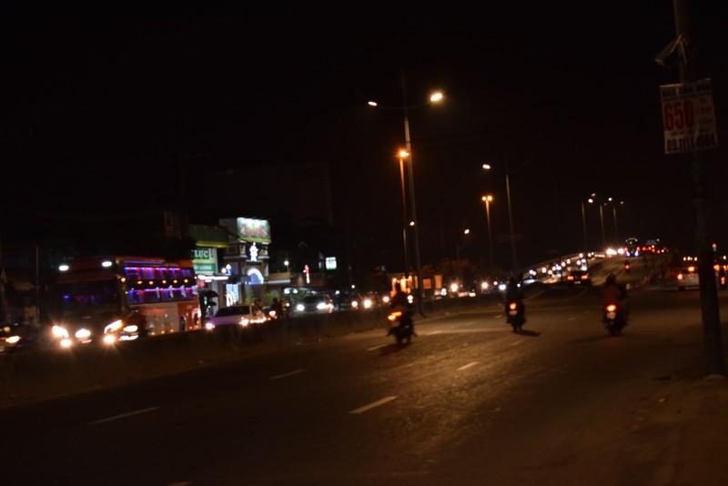 Người miền Tây chạy thâu đêm về TP.HCM mùng 5 tết - ảnh 5