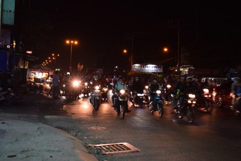Người miền Tây chạy thâu đêm về TP.HCM mùng 5 tết - ảnh 6
