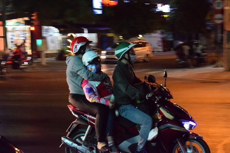 Người miền Tây chạy thâu đêm về TP.HCM mùng 5 tết - ảnh 8