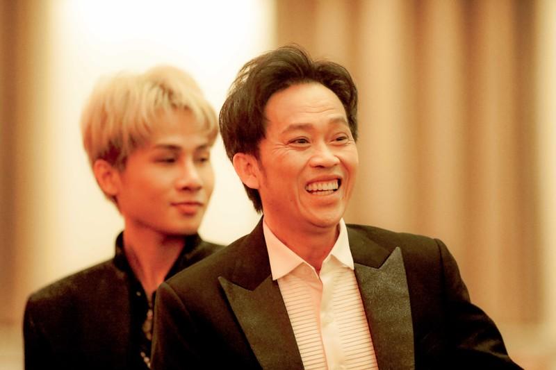 Ngàn lẻ một khoảnh khắc của NSƯT Hoài Linh tại Mai Vàng 2020 - ảnh 8