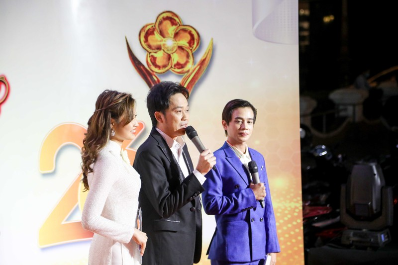 Ngàn lẻ một khoảnh khắc của NSƯT Hoài Linh tại Mai Vàng 2020 - ảnh 4
