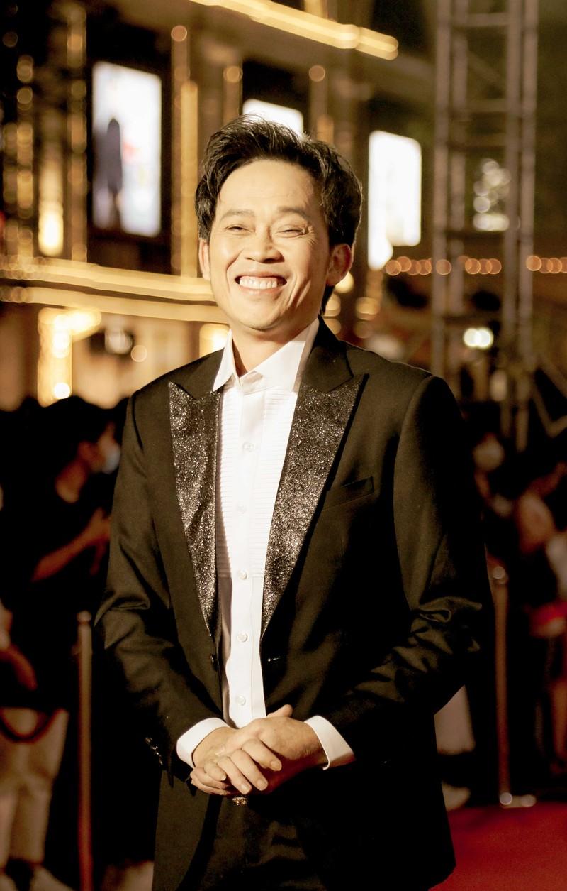 Ngàn lẻ một khoảnh khắc của NSƯT Hoài Linh tại Mai Vàng 2020 | Chuyện sao | PLO