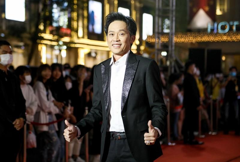 Ngàn lẻ một khoảnh khắc của NSƯT Hoài Linh tại Mai Vàng 2020 - ảnh 1