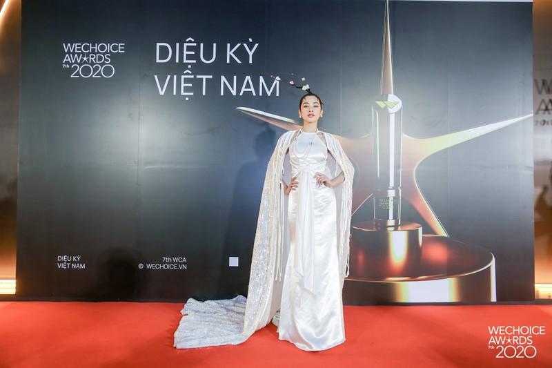 H'Hen Niê đọ sắc cùng hơn 20 nàng hậu trên thảm đỏ WeChoice - ảnh 6